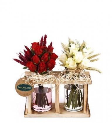 Özel Vazoda Kırmızı Beyaz Güller